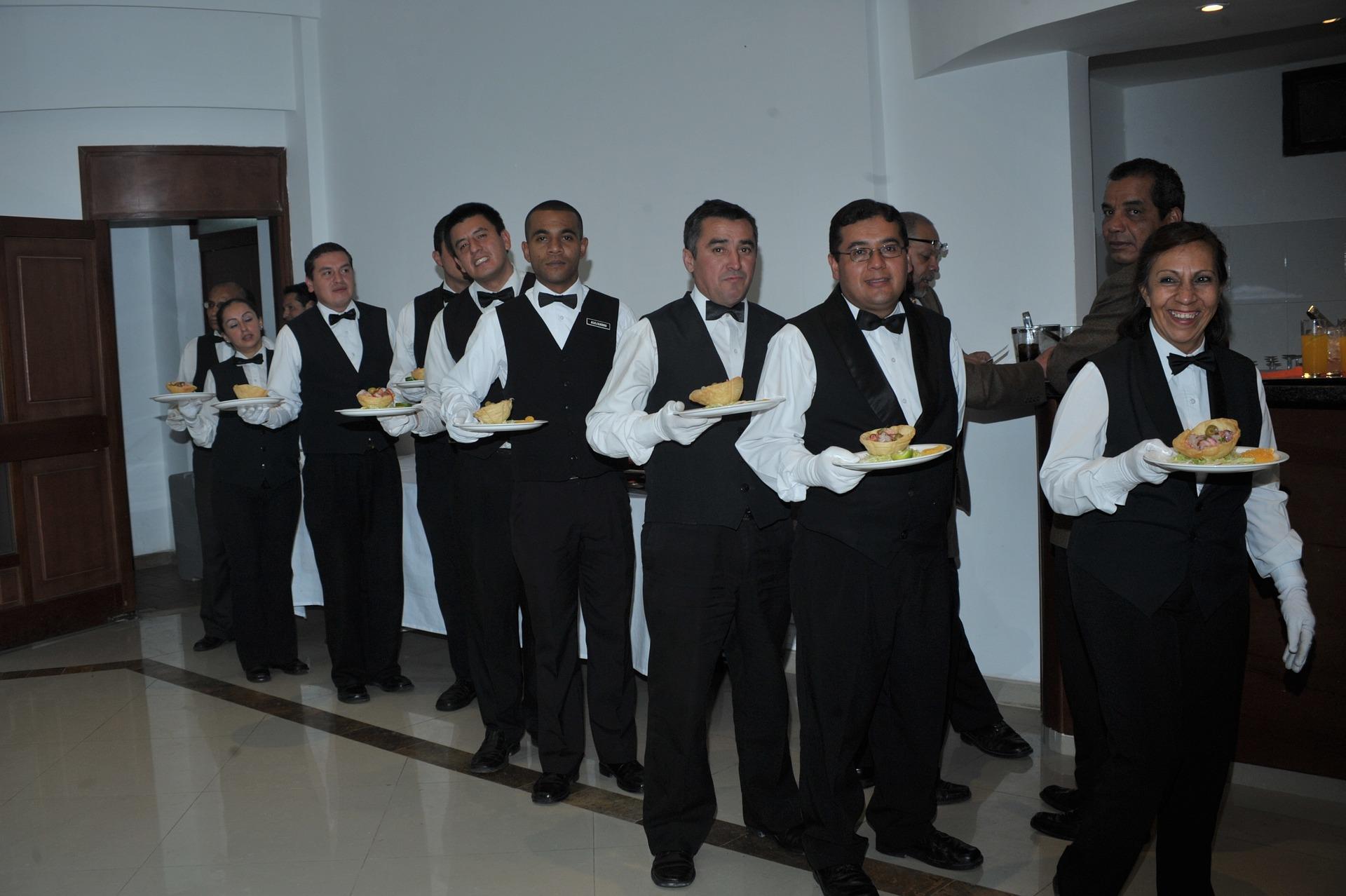 waiters-668405_1920.jpg